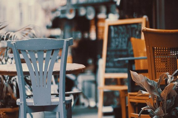 Stolik w restauracji czeka na Ciebie