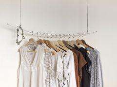 Kupowanie ubrań przez internet – wygodna opcja