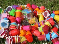 Czym właściwie są plastiki?